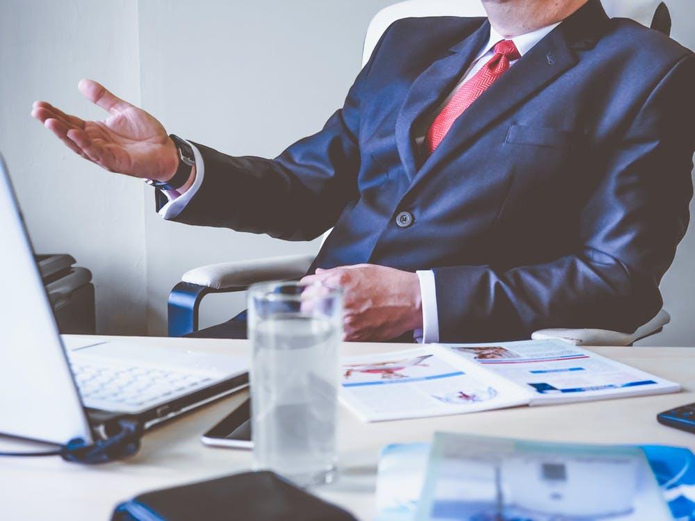 best divorce lawyer in Sydney talking to a client