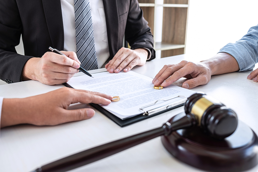 Family lawyers in Campbelltown helping a couple finalize their separation
